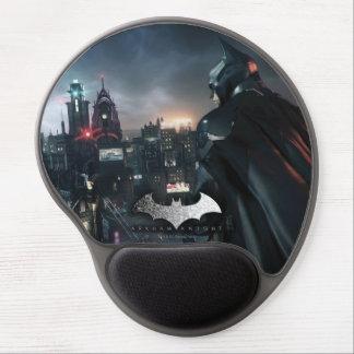 Batman que mira sobre ciudad alfombrillas de ratón con gel