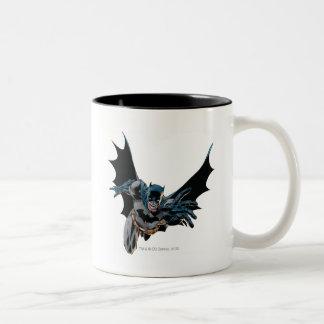 Batman que salta adelante, grito taza de café de dos colores