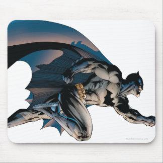 Batman que salta vista lateral tapete de ratón