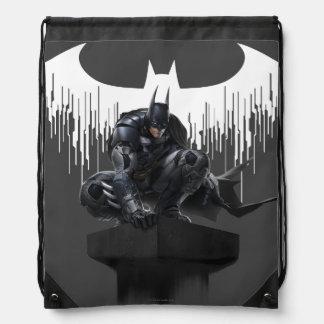 Batman se encaramó en un pilar mochila
