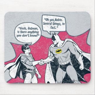 Batman y apretón de manos apenados del petirrojo tapete de raton