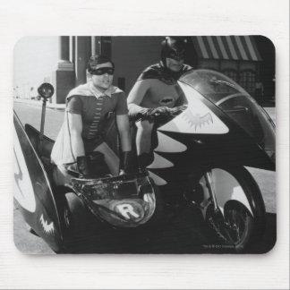 Batman y petirrojo en Batcycle Alfombrillas De Ratón