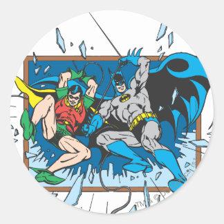 Batman y ventana del fragmento del petirrojo pegatina redonda