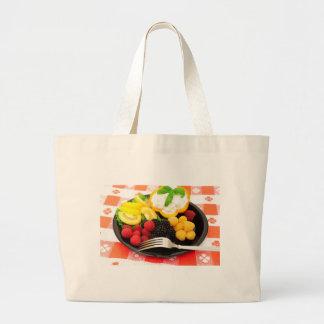 Baya y ensalada del requesón bolsas