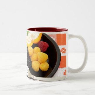 Baya y ensalada del requesón tazas de café