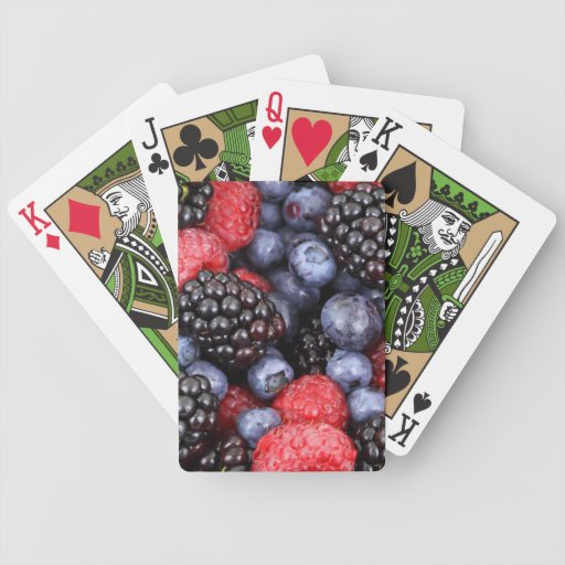 Bayas azules y púrpuras rojas frescas barajas de cartas