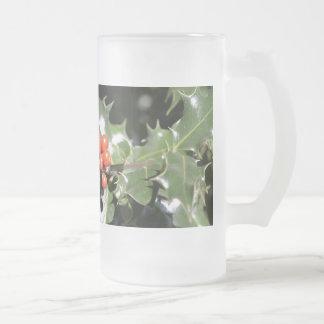 Bayas del acebo del navidad taza de cristal
