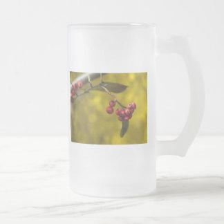 Bayas rojas del navidad de cristal taza cristal mate