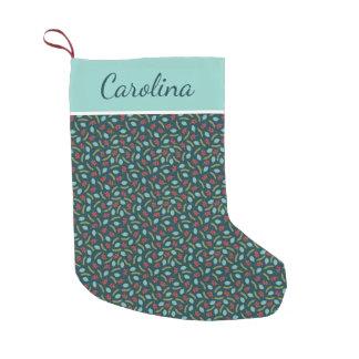 Bayas y pino personalizados bota navideña pequeña
