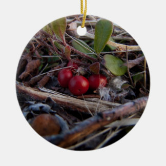 Bayas y ramitas adorno navideño redondo de cerámica