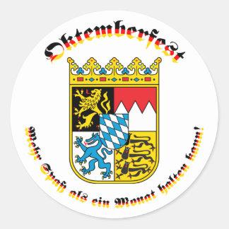 Bayrischem Wappen del mit de Oktemberfest Pegatina Redonda