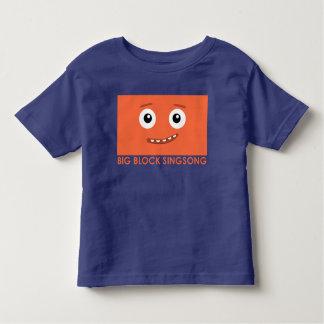BBSS comen la camiseta del niño