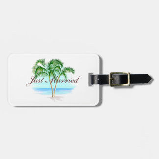 Beach And Palm Trees Just Married Luggage Tag