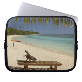 Beach, palm trees & lounger laptop sleeve