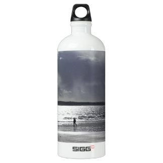 Beach Scene with people Walking Aluminum Water Bottle
