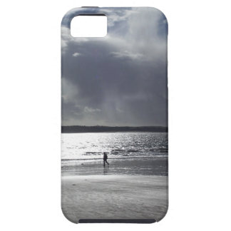 Beach Scene with people Walking iPhone SE/5/5s Case
