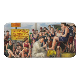 Beach - Toes Tenderly Treated 1922 iPhone SE/5/5s Case