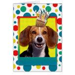 Beagle de la magdalena del cumpleaños tarjeta