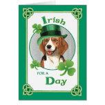 Beagle del día de St Patrick Felicitaciones