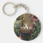 Beagle en llavero de la silla de jardín