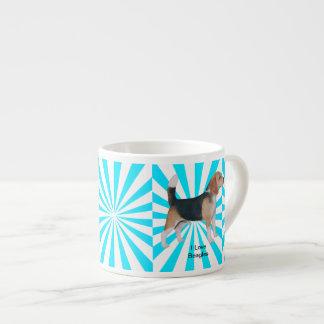 Beagle en molinillo de viento de la turquesa taza espresso