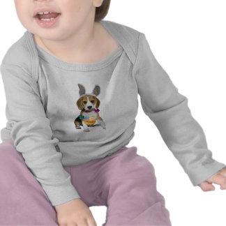 Beagle Pascua con los oídos del conejito Camisetas