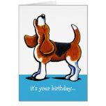 Beagle que grita cumpleaños divertido tarjeta de felicitación