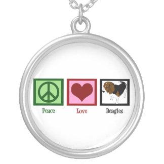Beagles del amor de la paz colgante redondo