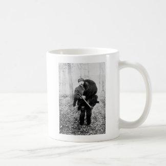 Bear hunter, 1909 coffee mug