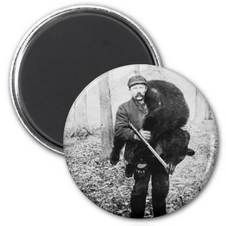 Bear hunter, 1909 magnet