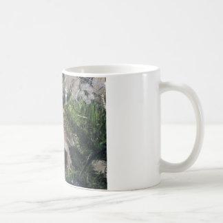 bearded dragon up xmas tree coffee mug