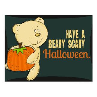 Beary Halloween asustadizo Postal