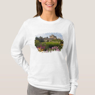 Beautiful gardens and famous castle in T-Shirt