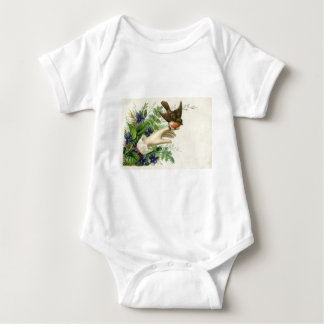 Beautiful hand with a bird and flowers playeras