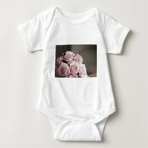 Beautiful pink rose bouquet shirt