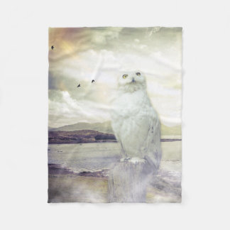Beautiful Snowy Owl Fleece Blanket