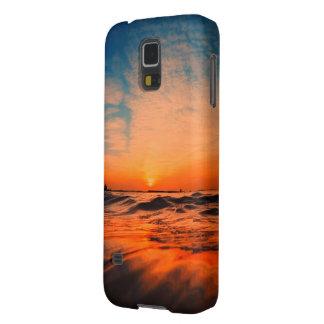 Beautiful sunrising above the ocean phone case