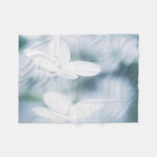 Beautiful white blossoms fleece blanket