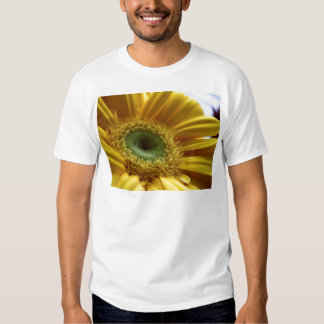 Beautiful Yellow Flower in the Morning Light Tshirts