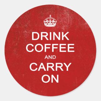 Beba el café y continúe, guarde la parodia pegatina redonda