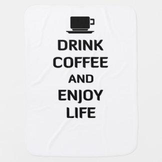 Beba el café y disfrute de la vida manta de bebé