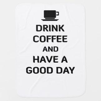 Beba el café y tenga un buen día mantita para bebé
