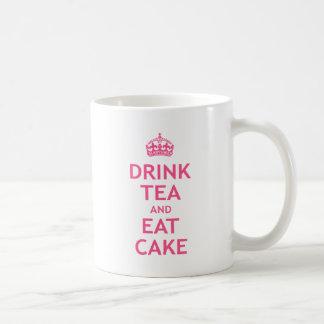 Beba el té y coma la torta taza