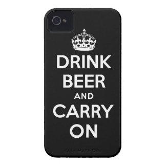 Beba la cerveza y continúe iPhone 4 Case-Mate cárcasa