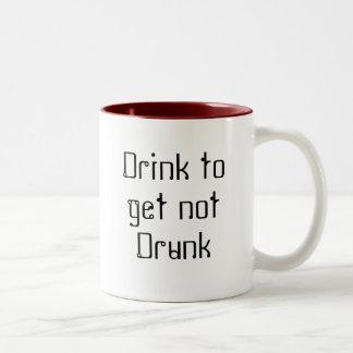 Beba para conseguir no bebido taza de dos tonos