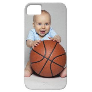 Bebé (6-9 meses) que lleva a cabo baloncesto, iPhone 5 carcasa