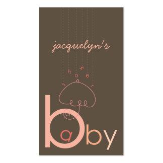 """Bebé """"a"""" en etiqueta rosada del regalo de la tarjetas de visita"""