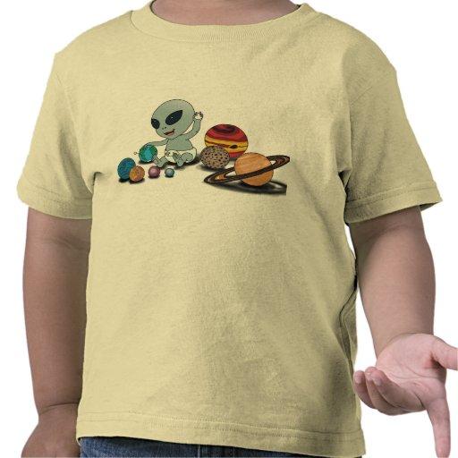 """Bebé """"A"""", jugando w/Planets Camisetas"""