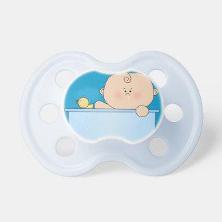 Bebé adorable y Ducky de goma en tina de baño Chupetes De Bebé