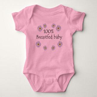 Bebé amamantado el 100% con las margaritas remeras